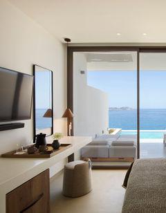 White Coast Pool Suites