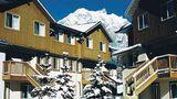 Banff Boundary Lodge Exterior