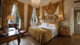 De la Ville Hotel Room