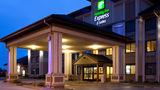Holiday Inn Express & Suites Worthington Exterior