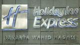 Holiday Inn Express Jakarta Wahid Hasyim Exterior