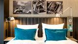 Motel One Frankfurt Room