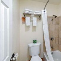 Howard Johnson Inn & Suites San Diego