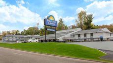 Days Inn & Suites by Wyndham