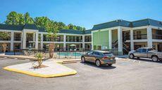 Quality Inn & Suites near Six Flags