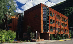 The Ice House Lodge & Condominiums