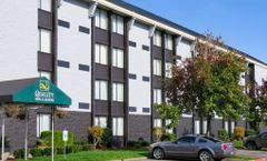 Quality Inn & Suites Everett Hotel