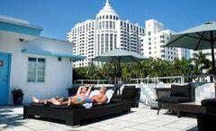 Aqua Hotel & Lounge