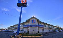 Motel 6 Detroit Northeast