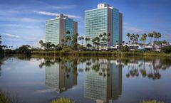 Doubletree by Hilton-Universal Entrance