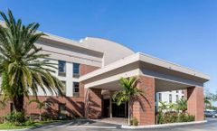 Days Inn & Suites Ft Myers nr JetBlue Pk
