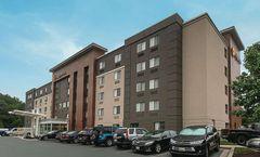 La Quinta Inn & Suites Baltimore Airport