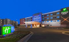 Holiday Inn Express & Suites Overland Pk