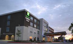Holiday Inn Express/Suites Craig Ranch