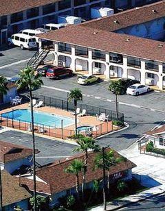 Colony Inn & Suites