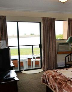 Harrison Hot Springs Villa Hotel