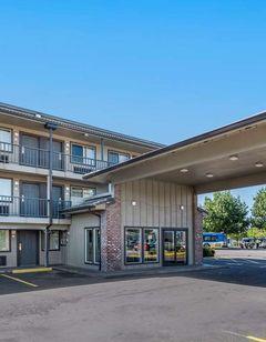 Econo Lodge Inn & Suites Portland Int'l