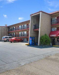 Econo Lodge near Clackamas Town Center