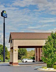 Days Inn & Suites Louisville Airport SW
