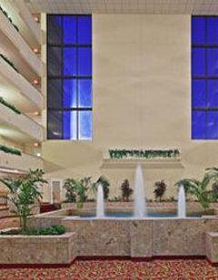 MCM Elegante Hotel & Suites