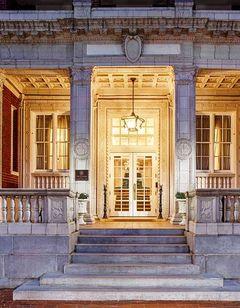 Hampton Inn & Suites Downtown Tutwiler