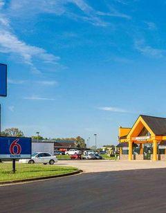 Motel 6 Clarksville