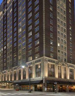 Hotel Phillips-Curio Collection Hilton