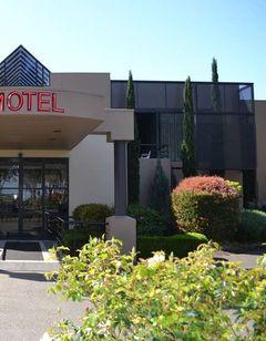 Dingley International Hotel