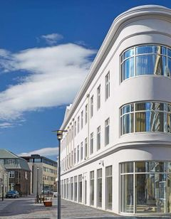 Konsulat Hotel, Curio Collection