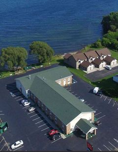 Econo Lodge on the Bay