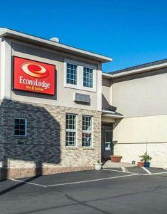 Econo Lodge Inns & Suites Airport