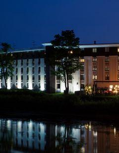 Holiday Inn Milwaukee Riverfront