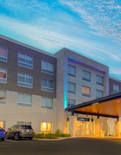 Holiday Inn Express & Suites King George