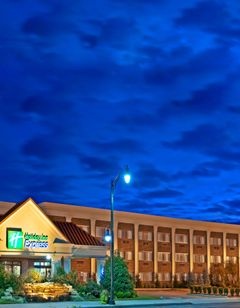 Holiday Inn Exp Lynbrook-Rockville Ctr