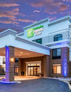 Holiday Inn Express & Suites Cedar Falls