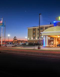 Holiday Inn Express & Suites Elk City