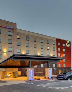 Holiday Inn Express & Suites MetroCenter
