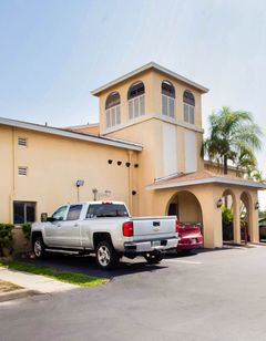 OYO Waterfront Hotel- Cape Coral/Fort My