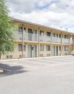OYO Woodland Hotel and Suites