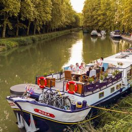 Rosa Cruise Schedule + Sailings