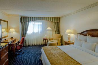 Lafayette Park Hotel & Suites