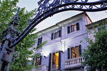 L'Avenida Hotel