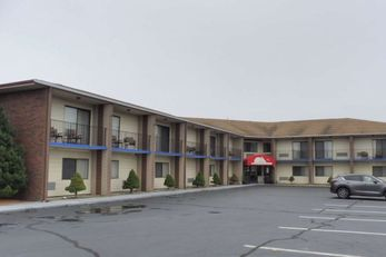 Red Roof Inn & Suites Middletown