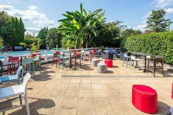 Carre Pau Airport Hotel