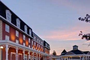 Saratoga Casino & Raceway Hotel