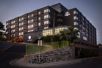 DoubleTree by Hilton Harbourview