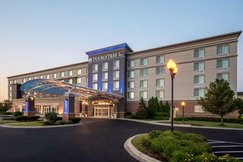 DoubleTree by Hilton Chicago Midway Apt