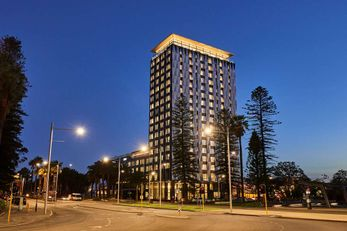 DoubleTree by Hilton Perth Waterfront