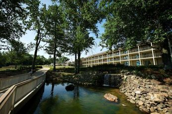 Fourwinds Lakeside Inn Marina-BW Sig Col