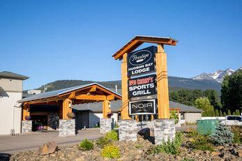 Prestige Hudson Bay Lodge BW PremierColl